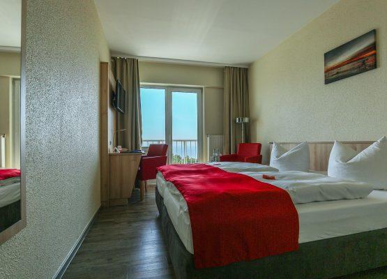 Rügenhotel DZ Seeseite klein Doppelbett