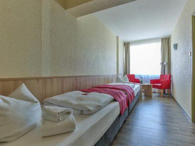 Rügenhotel Zweibettzimmer Landseite Betten